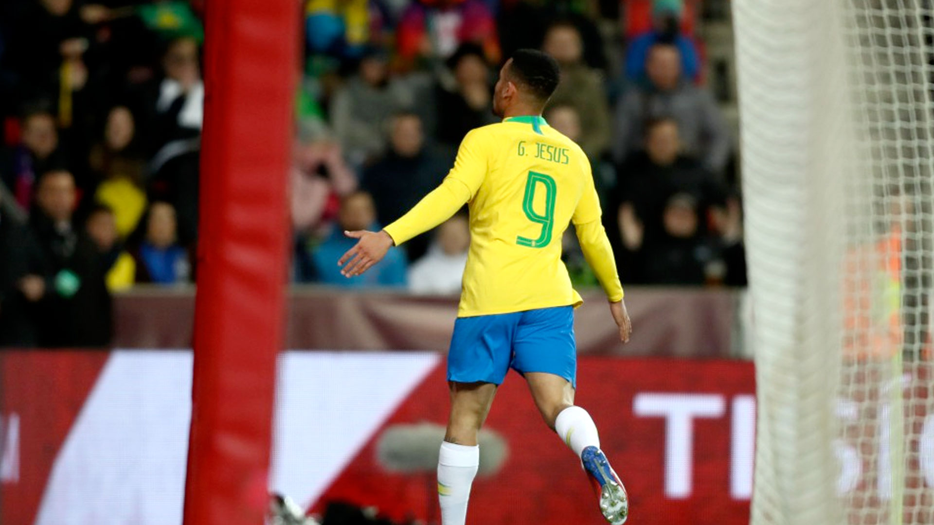 Brasil leva susto mas garante a vitória