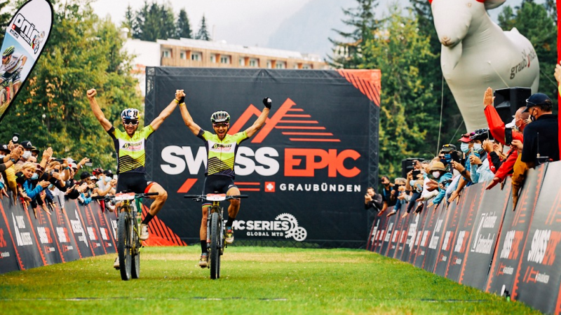 Nino Schurter e Lars Forster vencem Swiss Epic