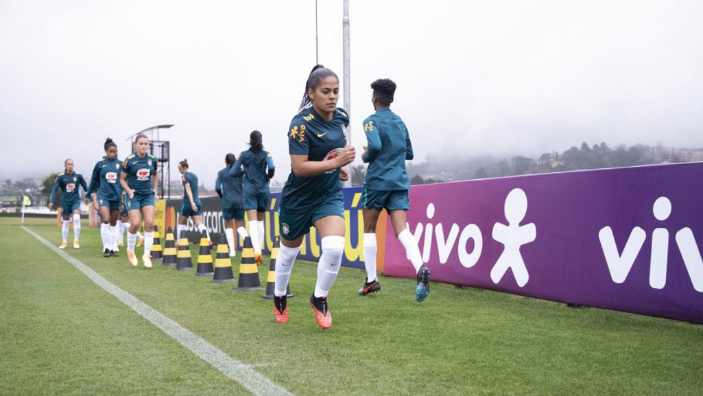 Seleção Feminina volta aos treinos