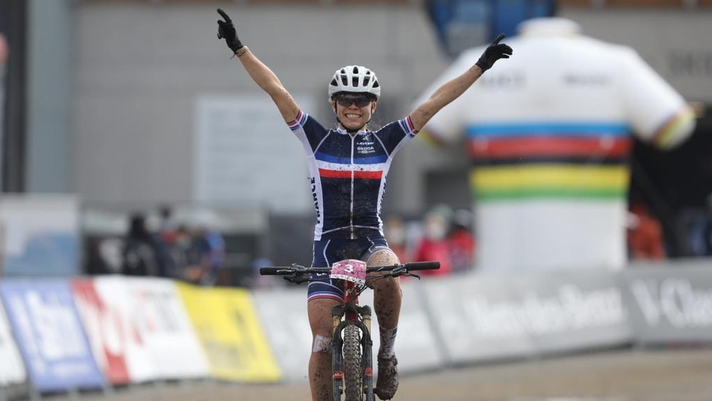 Mundial de Mountain Bike – Loana Lecomte vence no SUB 23 Feminino